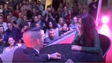 Sexo em público em cima do palco com várias pessoas vendo