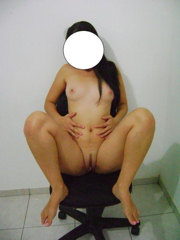 Fotos amadoras da namorada gostosa bem a vontade no motel