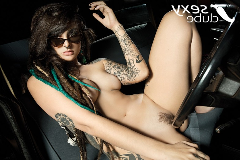 Fotos da atriz pornô Dread Hot nua na revista Sexy